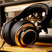 Studio Headphones alt